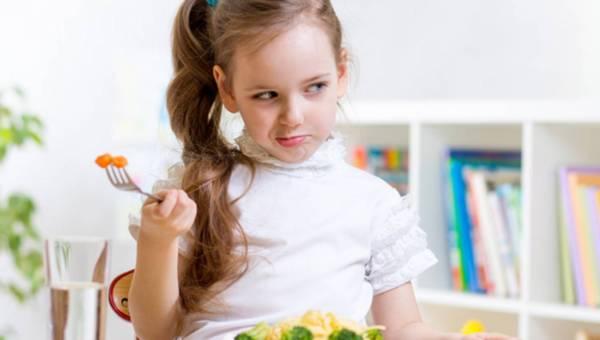 Porady: Jak karmić niejadka?