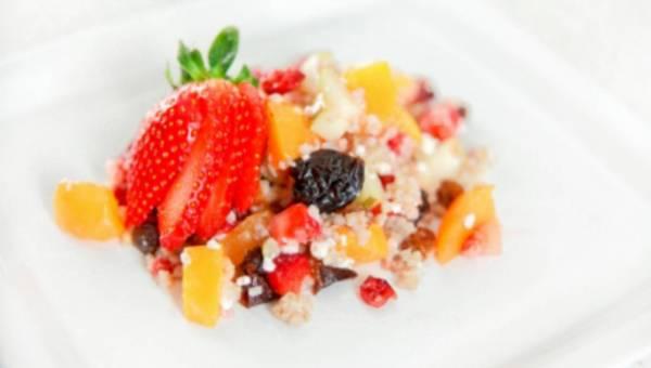 Przepis na: Sałatka z kaszą jęczmienną i owocami