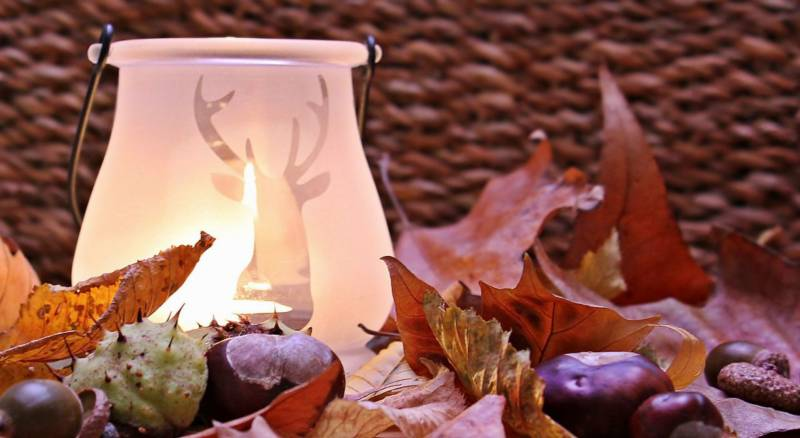 dekoracje na jesień z liści