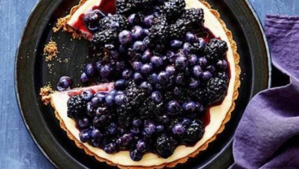 Przepis na: Czarno – niebieska tarta sernikowa
