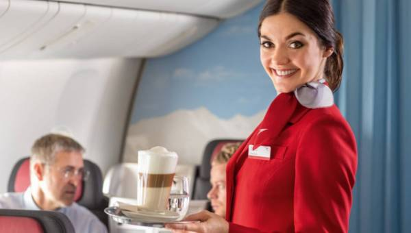 Latam po świecie i zarabiam, czyli jak zostać stewardem/stewardesą?