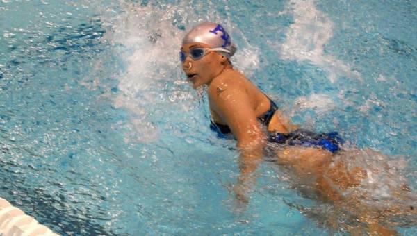 Pływanie w basenie wpływa na nasze zęby! Nie wierzysz?
