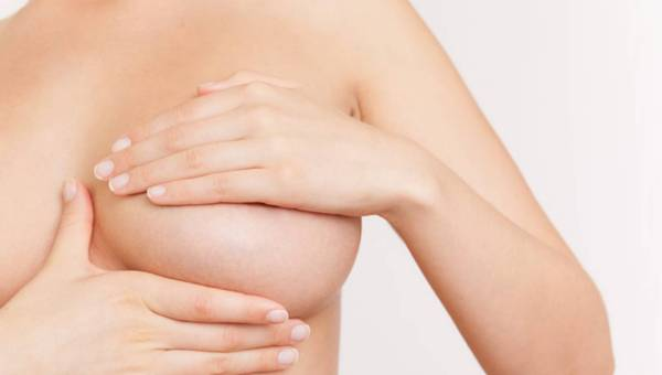 Jak badać piersi? Wykonaj samobadanie w domu!