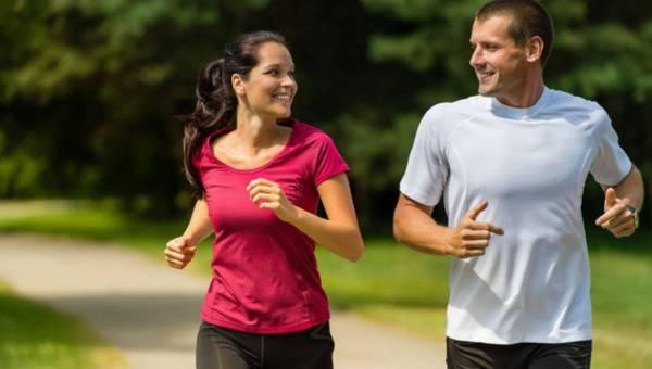 Bolą Cię kolana, gdy biegasz? Przeczytaj, co robić