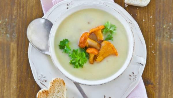 Zupa krem z kurek z grzankami w kształcie serc