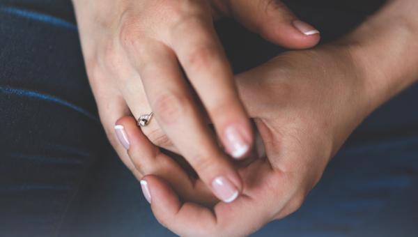 Sposoby pielęgnacji dłoni w okresie jesienno-zimowym