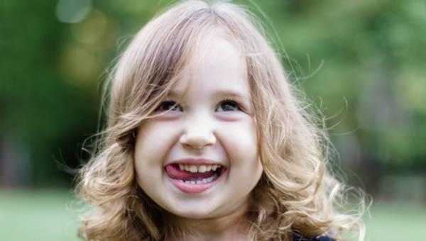 Jak wyrwać mleczaka? Kreatywne sposoby, czy wizyta u dentysty?
