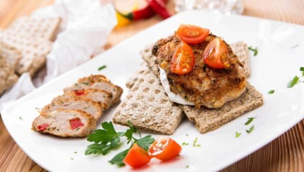 Chrupiący chlebek z placuszkiem mięsnym