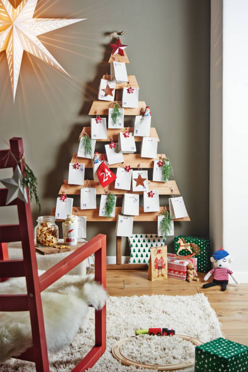Wooden Advent Calendar_Final_No Tool_Present closed_upright