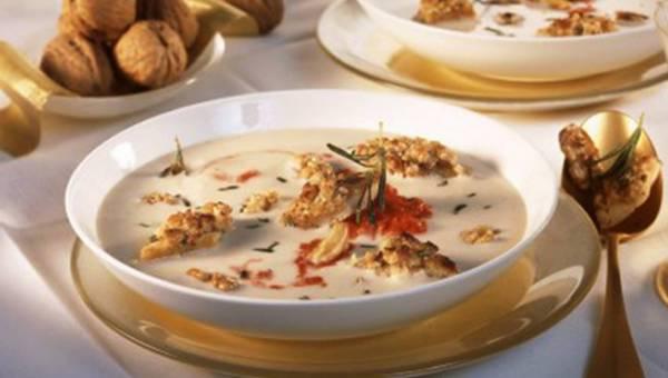 Fasolowa zupa krem z pesto i orzechami