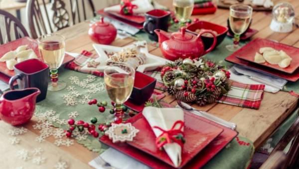Jak udekorować stół na Święta Bożego Narodzenia – inspiracje od home&you