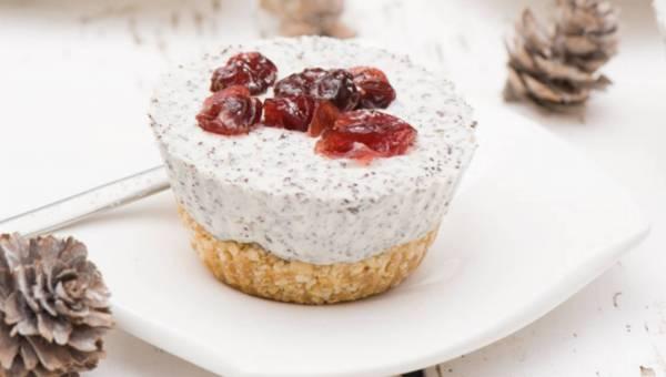 Ciasta bez pieczenia: Mini serniczki makowe z żurawiną