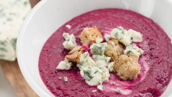 Rozgrzewający zupa krem z pieczonych buraków