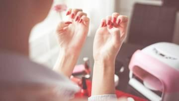 Hybryda – faktycznie osłabia paznokcie? Prawdy i mity na ten temat