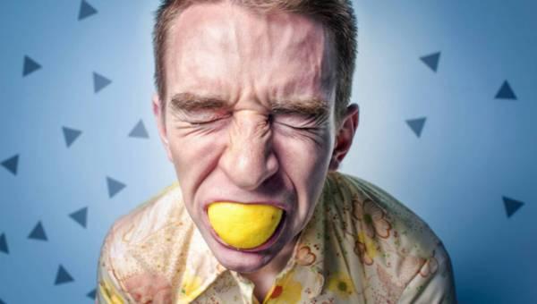 """Od kiełków do sałatki. Ekspert zajmujący się zatruciami pokarmowymi ujawnia """"zdrowe produkty"""", których nie weźmie do ust"""