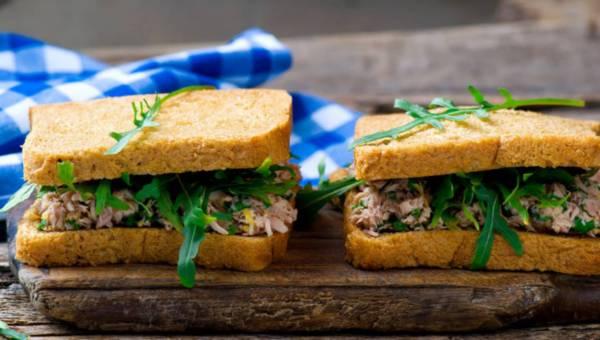 Przepis na: Pasta z tuńczyka podawana na tostach
