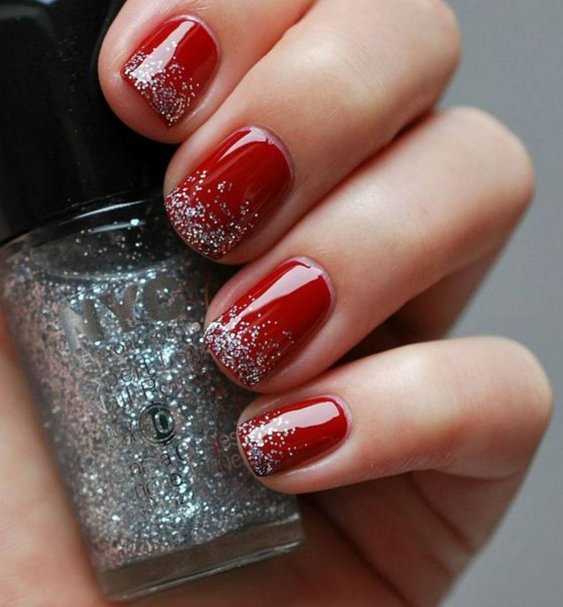 Красный лак с блестками фото ногтей