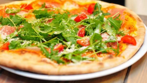 Ciasto na pizze przepis sprawdzony – od eksperta kuchni włoskiej