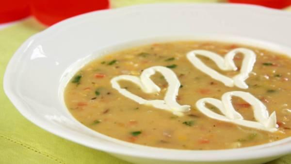 Zupa z czerwonej soczewicy z łososiem