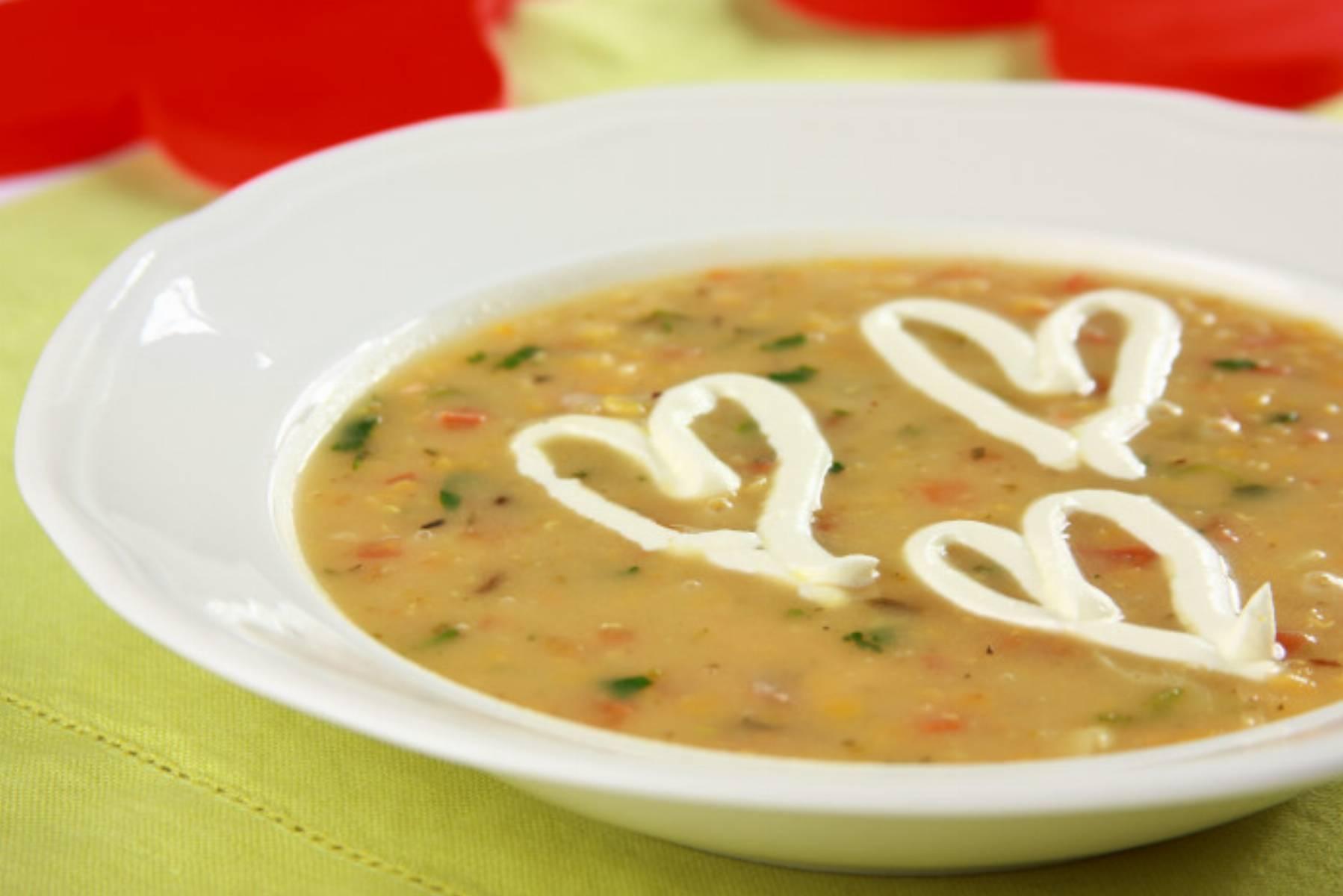 zupa-z-czerwonej-soczewicy-z-lososiem