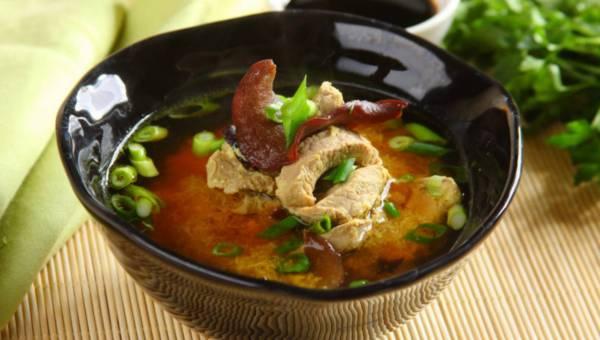 Łatwa zupa ostro-kwaśna z polędwicą w stylu chińskim