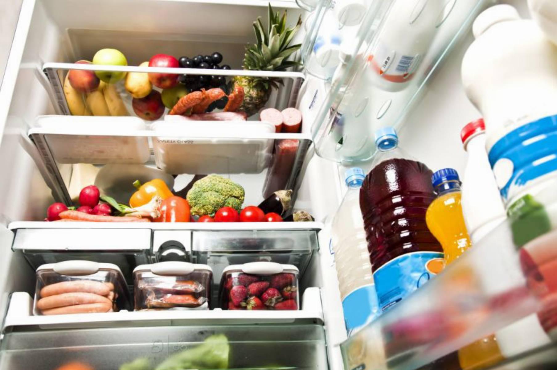 lodówka-z-jedzeniem