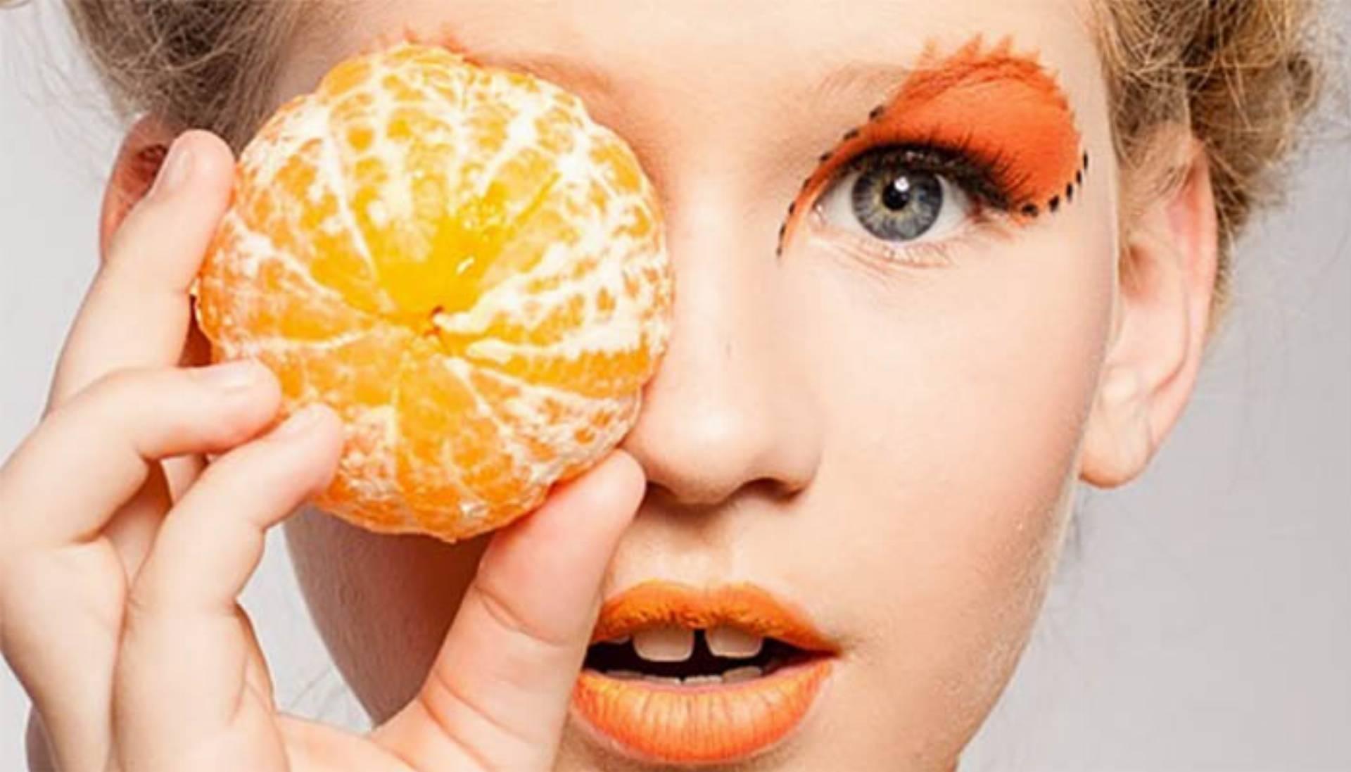 kobieta uroda owoce witaminy