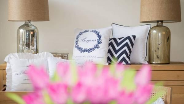Szybki sposób na wiosenną odmianę wnętrza – poduszki dekoracyjne!