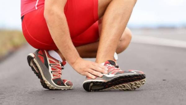 Fizjoterapeuci radzą: urazy kolana, bóle kręgosłupa – jak ich uniknąć w sezonie sportowym