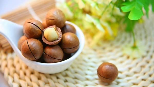 Olej makadamia i jego pielęgnacyjne właściwości dla skóry i włosów