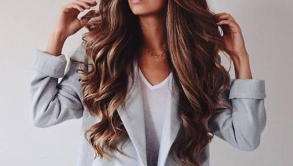Masz włosy zniszczone, koloryzowane, puszące lub kręcone? Poznaj sposoby, jak dbać o włosy