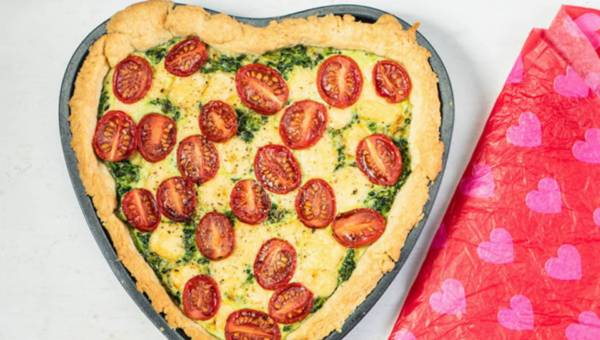 Quiche ze szpinakiem w kształcie serca – potrawa na Dzień Mamy