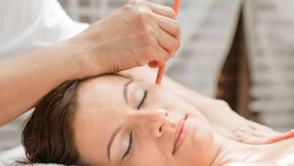 Konchowanie uszu – świecowanie ucha pomaga?