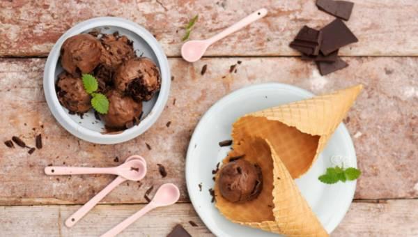 Łatwy przepis na lody sernikowo-czekoladowe