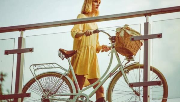 Jak zacząć jeździć na rowerze na dłuższe dystanse? Poradnik początkującej rowerzystki