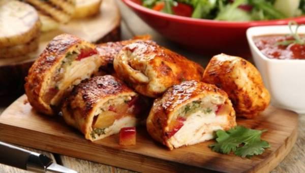 Piersi z kurczaka z serem brie i brzoskwiniami