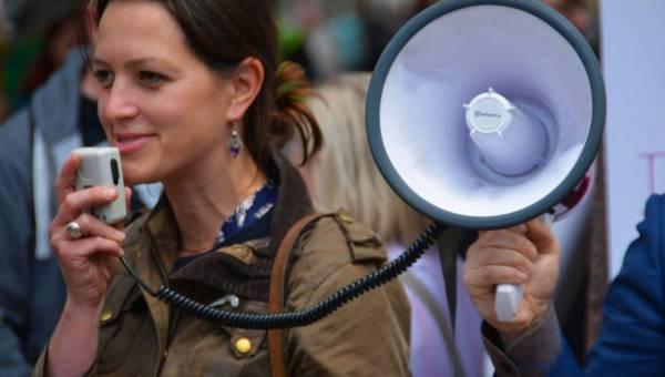 Czujesz, że zjada Cię trema przed wystąpieniami publicznymi? Te wskazówki Ci pomogą to opanować!