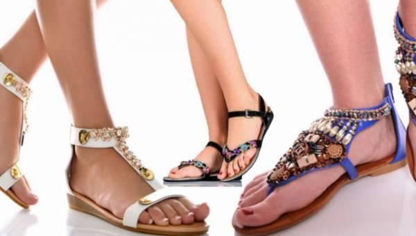 Shoppingowy przegląd: płaskie biżuteryjne sandały