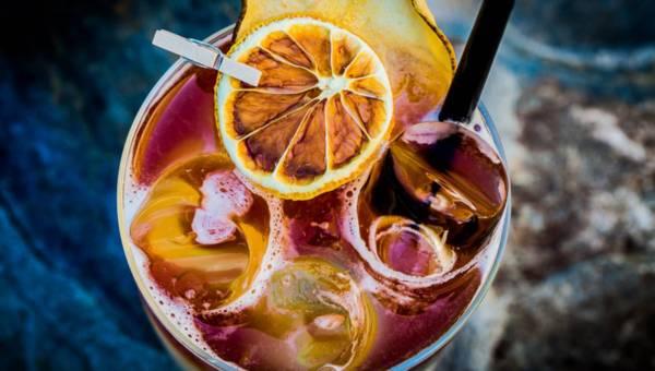 4 orzeźwiające drinki alkoholowe na weekendowe, letnie imprezy