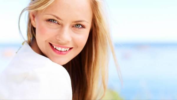 Młoda cera a pierwsze objawy starzenia się – kiedy zacząć myśleć o profilaktyce antystarzeniowej?