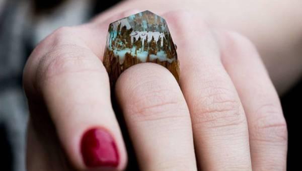 Magiczne światy zaklęte w pierścionkach z drewna