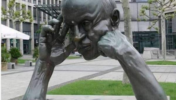 Niesamowite rzeźby z całego świata, które przyciągają rzesze turystów