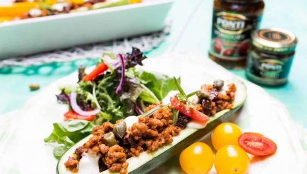 Cukinia nadziewana mięsem, pomidorami suszonymi i kaparami