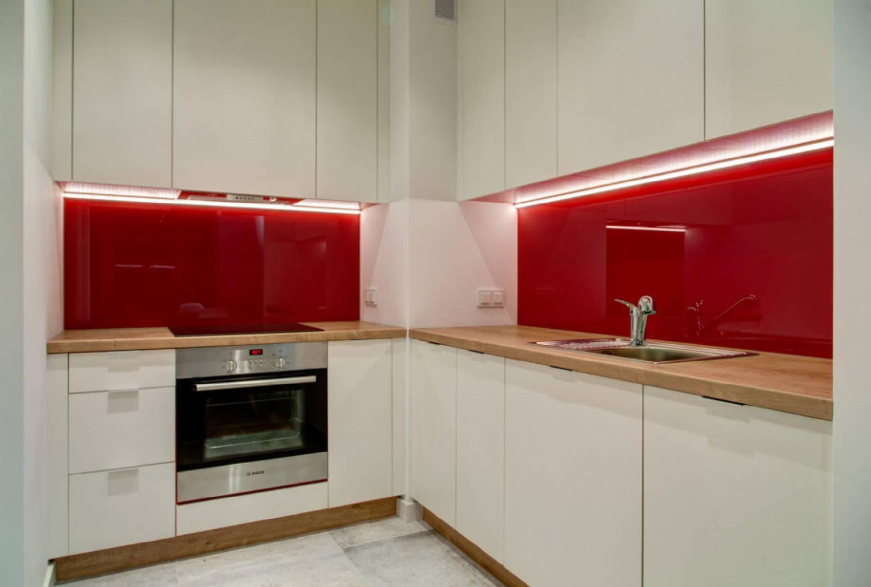perfect-space-cala-na-bialo-projektant-wnetrz-o-roli-koloru-w-kuchni-1
