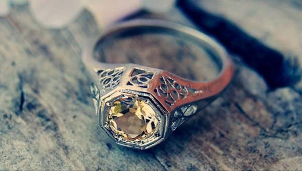 Dlaczego kobieta dostaje pierścionek zaręczynowy? Skąd wziął się ten zwyczaj?