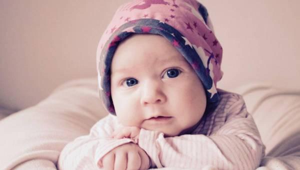 Schemat żywienia niemowląt – jak rozszerzać dietę małego alergika?