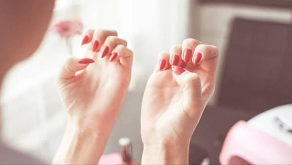 Bąbelki na paznokciach – co zrobić podczas malowania by ich uniknąć?