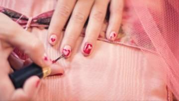 Co robić by lakier utrzymał się długo na paznokciach – 7 zasad