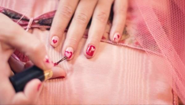 Jak malować paznokcie by na długo cieszyć się pięknym manicure?