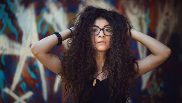 Jak dbać o kręcone włosy? 6 sprawdzonych sposobów!